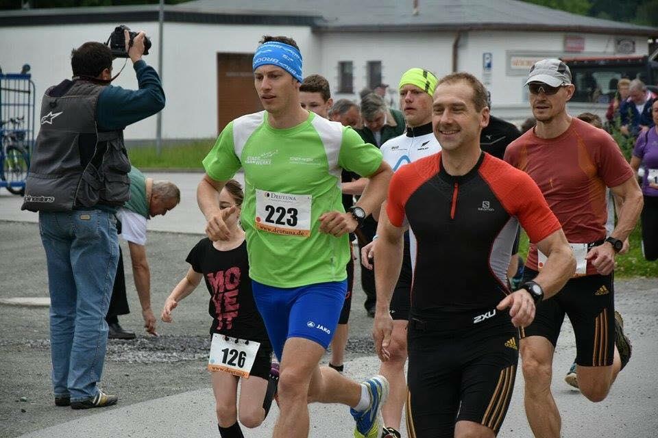 Flinke Männer vom SCNorweger auf der Strecke. von links: Marco Häßler (grünes T-Shirt), Nils Burkhardt (grünes Stirnband), Olaf Meyer und Norbert Strobel (mit Cap und Brille)