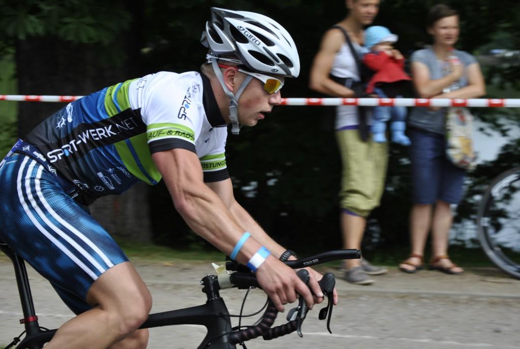 Auch auf dem Fahrrad macht Sportfreund Nils Burkhardt eine gute Figur und bewältigt die 41km in knapp 1h.