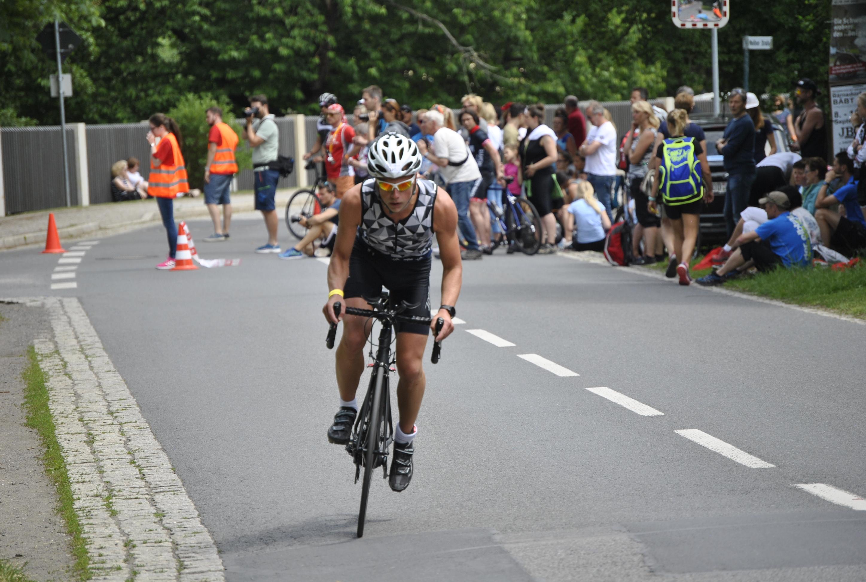 Nils Burkhardt beim Radfahren…